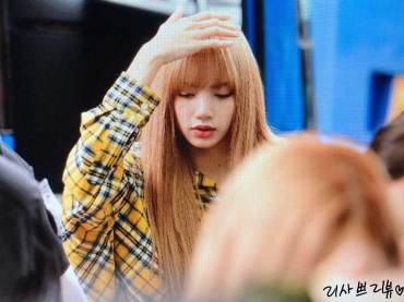 5-BLACKPINK-Lisa-Airport-Photos-Incheon-5-October-2018