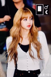 6-BLACKPINK-Lisa-Airport-Photo-10-October-2018-From-Japan