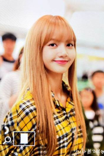 6-BLACKPINK-Lisa-Airport-Photos-Incheon-5-October-2018