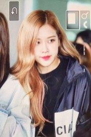 6-BLACKPINK-Rose-Airport-Photos-Incheon-Fukuoka-7-October-2018