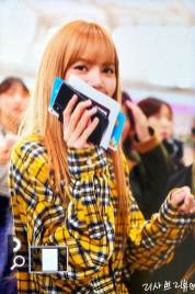 7-BLACKPINK-Lisa-Airport-Photos-Incheon-5-October-2018
