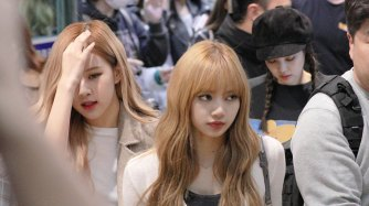 9-BLACKPINK-Lisa-Airport-Photo-10-October-2018-From-Japan