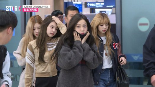 1-BLACKPINK-Airport-Photos-Incheon-20-Nov-2018-Back-from-Indonesia