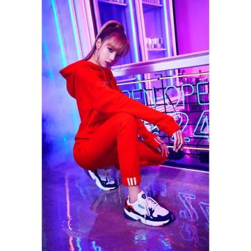 1-BLACKPINK Lisa Instagram Photo 29 Nov 2018 Adidas Falcon