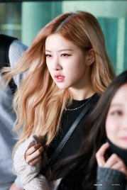 1-BLACKPINK-Rose-Airport-Photos-Incheon-Back-from-Indonesia