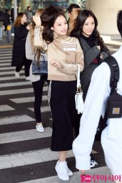 11-BLACKPINK-Airport-Photos-Incheon-20-Nov-2018-Back-from-Indonesia