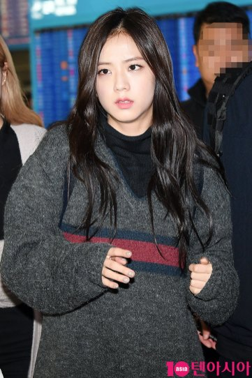 15-BLACKPINK-Airport-Photos-Incheon-20-Nov-2018-Back-from-Indonesia