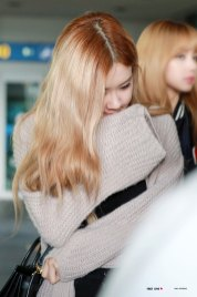 2-BLACKPINK-Rose-Airport-Photos-Incheon-Back-from-Indonesia