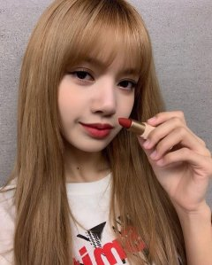 3-BLACKPINK Lisa Moonshot Instagram Update 6 Nov 2018