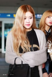 3-BLACKPINK-Rose-Airport-Photos-Incheon-Back-from-Indonesia