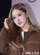 3-BLACKPINK Rose Tods Event play with hair