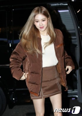 4-BLACKPINK Rose Tods Event long legs