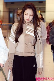 5-BLACKPINK-Airport-Photos-Incheon-20-Nov-2018-Back-from-Indonesia