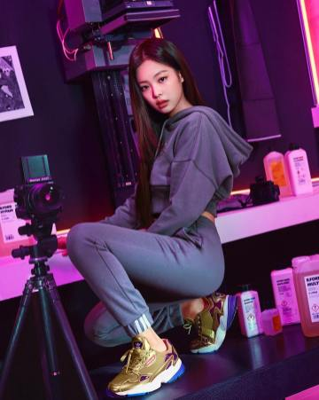 5-BLACKPINK Jennie Instagram Photo 29 Nov 2018 Adidas Falcon