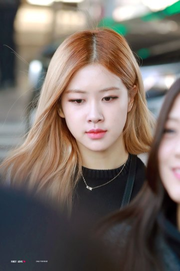 6-BLACKPINK-Rose-Airport-Photos-Incheon-Back-from-Indonesia