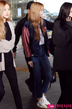 7-BLACKPINK-Airport-Photos-Incheon-20-Nov-2018-Back-from-Indonesia