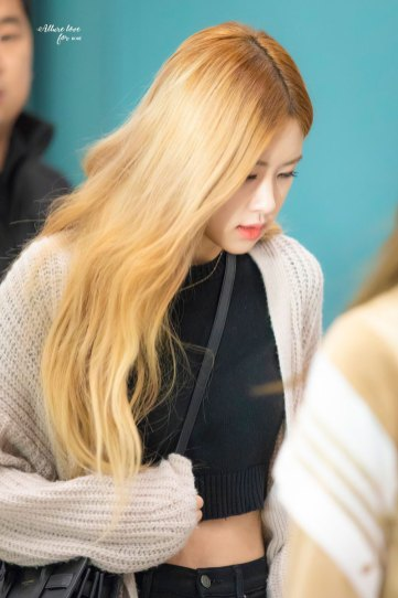 7-BLACKPINK-Rose-Airport-Photos-Incheon-Back-from-Indonesia