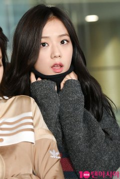 9-BLACKPINK-Airport-Photos-Incheon-20-Nov-2018-Back-from-Indonesia