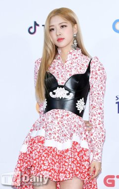 16-BLACKPINK Rose SBS Gayo Daejun 2018 Red Carpet