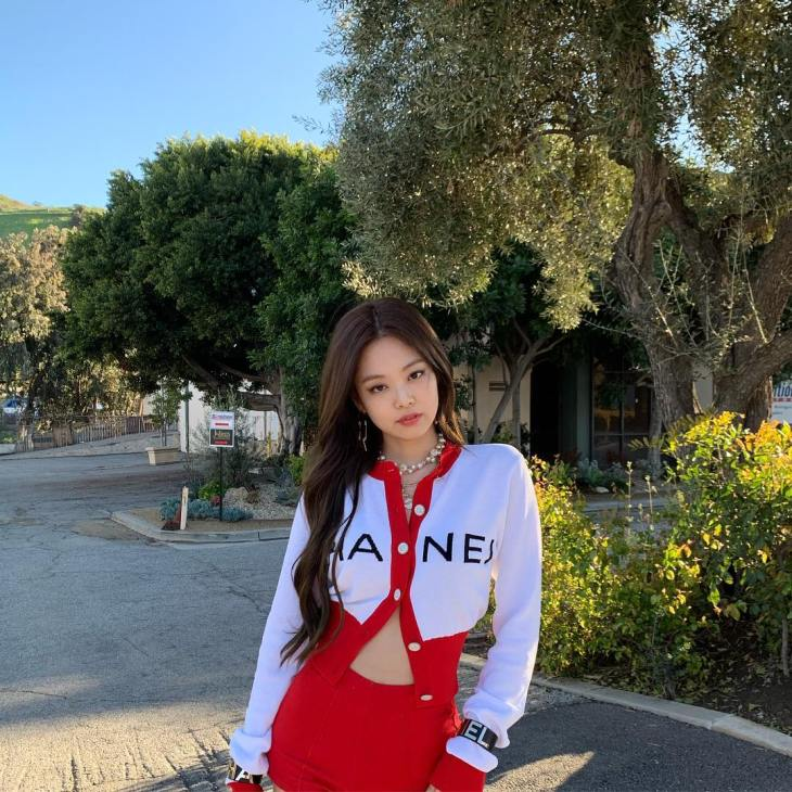 2-BLACKPINK-Jennie-Instagram-Photo-red-chanel-outfit-US-Debut.jpg?fit=730%2C730&ssl=1
