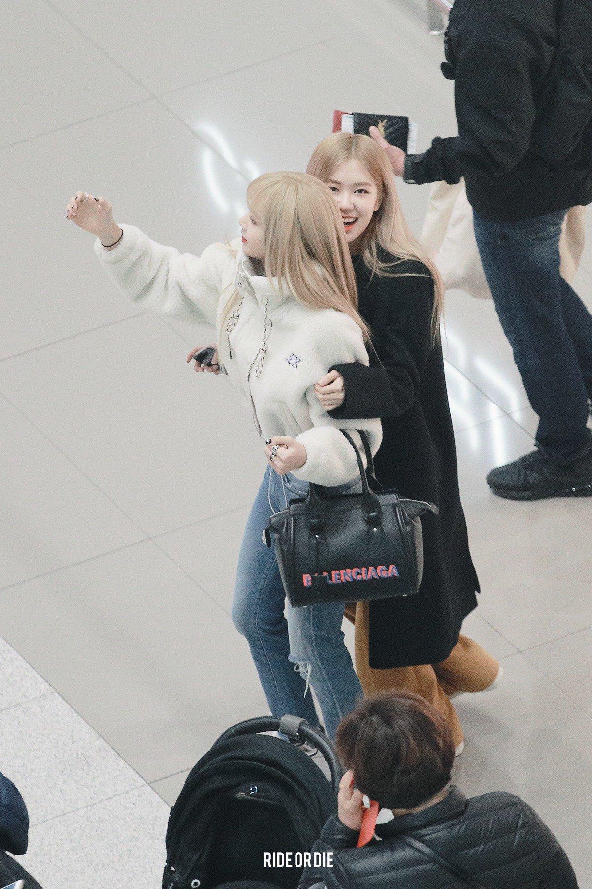 2 BLACKPINK Lisa Airport Photo Incheon To Manila Philippines Fansite