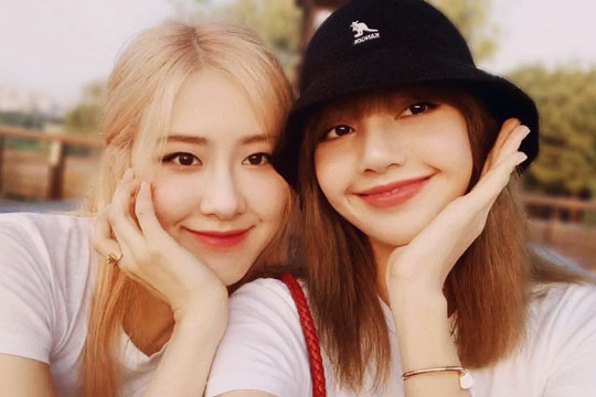 Watch Chaelisa VLIVE Recreating Their Park Dates Moments in 2017