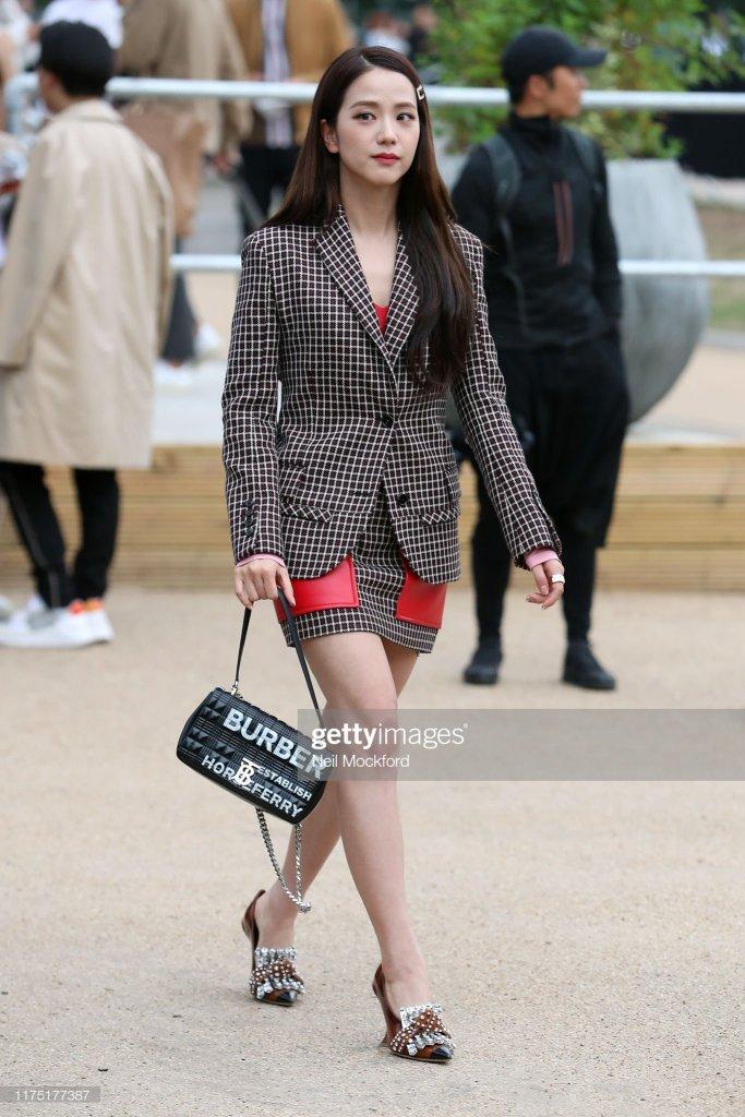 BLACKPINK Jisoo Burberry Show London Fashion Week 2019
