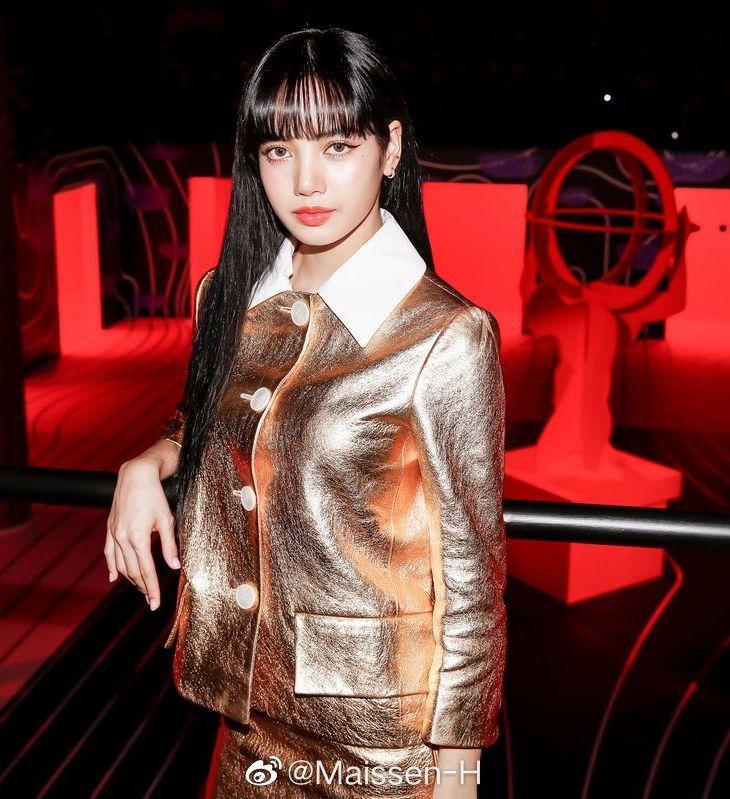 BLACKPINK Lisa PRADA Fashion Show 2020