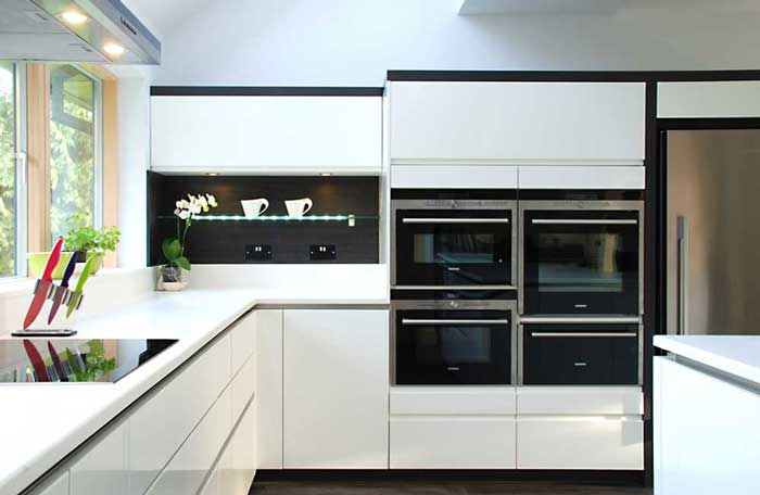 kitchen open shelves country faucets white handleless lacquer with terra oak panelling in ...