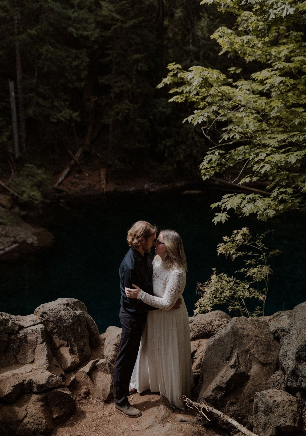 Oregon micro wedding at the Blue Pool