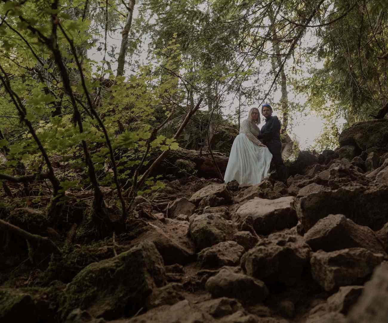 Moody adventure elopement in Oregon at the Blue Pool