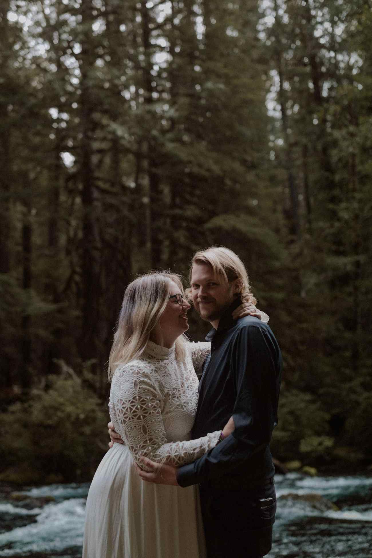 Oregon elopement at the Blue Pool by the river