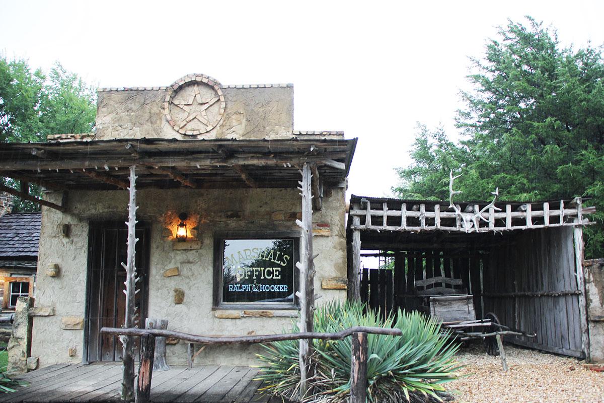Red Oak II, cittadina degli anni Trenta ricostruita: l'ufficio dello sceriffo