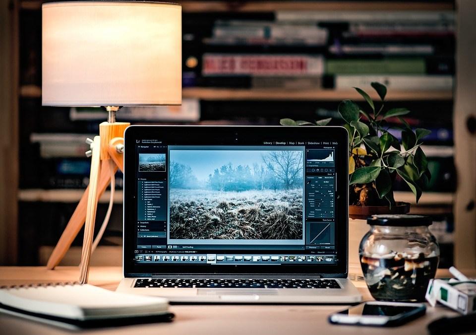 https://pixabay.com/en/laptop-desk-scene-computer-1246672/