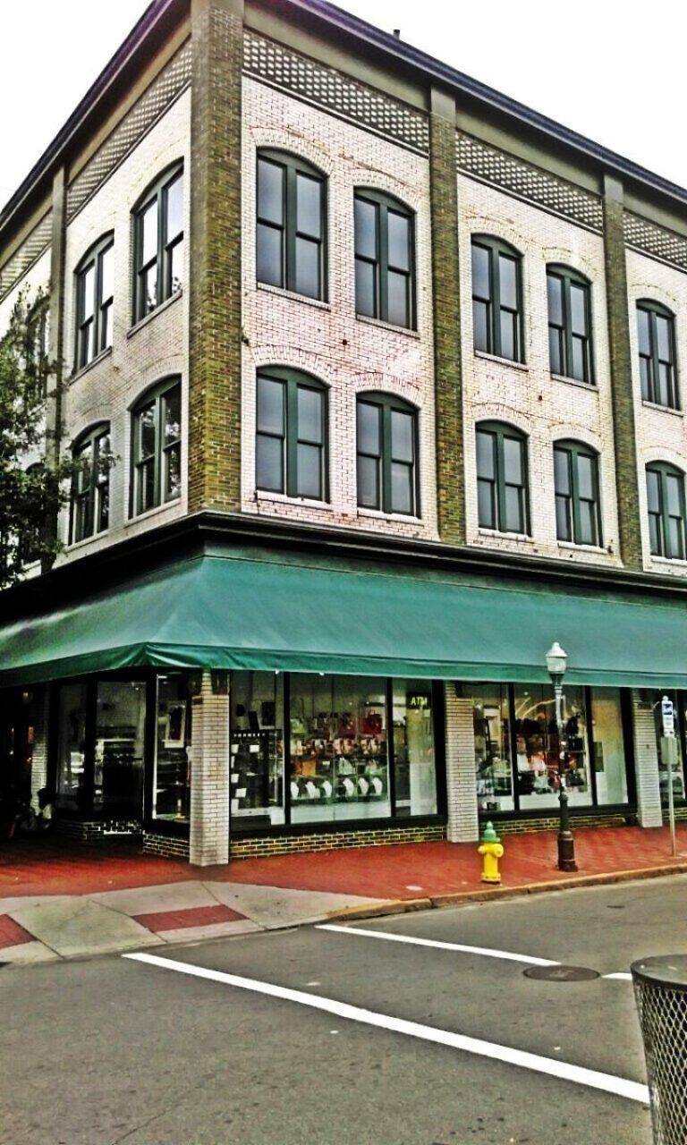55dcc0ab8e3c800c3c149123 A Romantic Getaway: Savannah