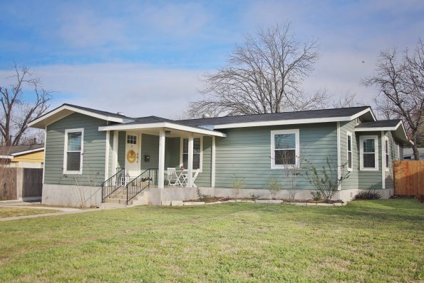 BLB-1-595x397 Blessed Little Bungalow: Interview with Amber Guyton of San Antonio, TX