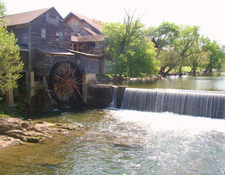 old_mill___pigeon_forge__tenn__by_ragman322