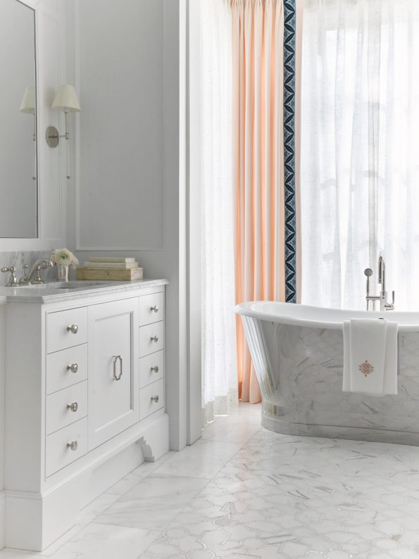 MasterBath_AnnaBraund-595x794 10 Southern Decor Favorites from the Southeastern Designer Showhouse