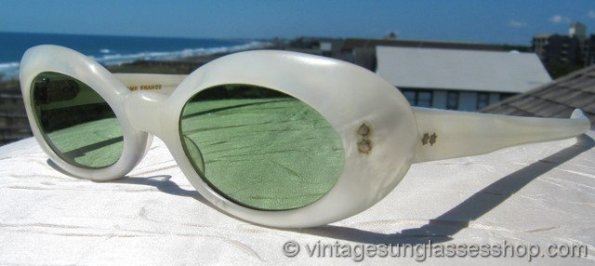 bsb19-595x266 Vintage Summer Sunglasses: The Eyes Have It!