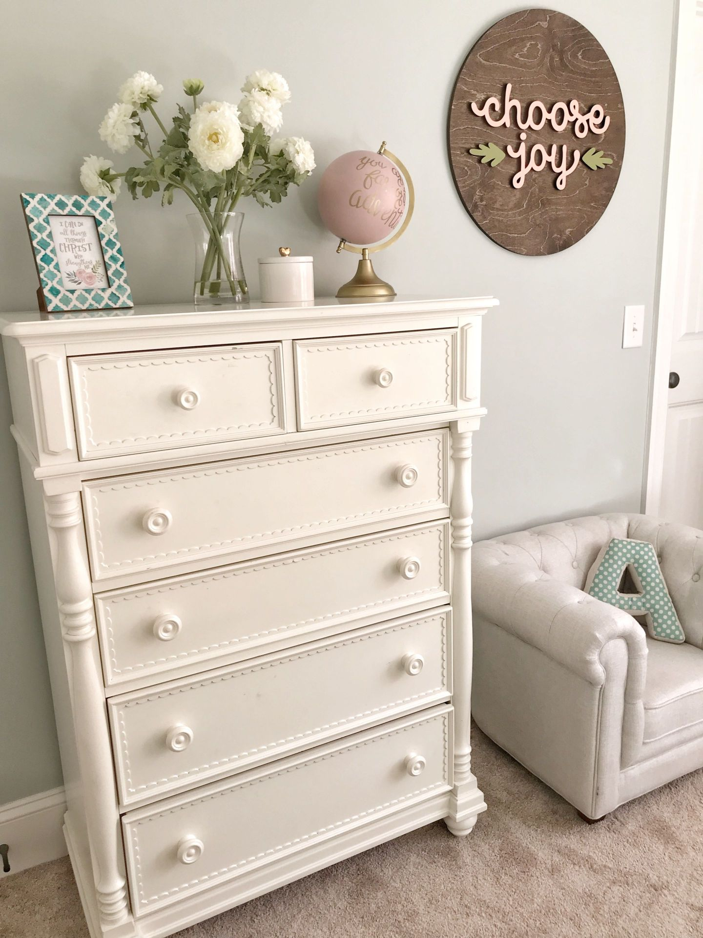 GKVFE9724-1440x1920 3 Tips on How to Decorate a Southern Girl's Room