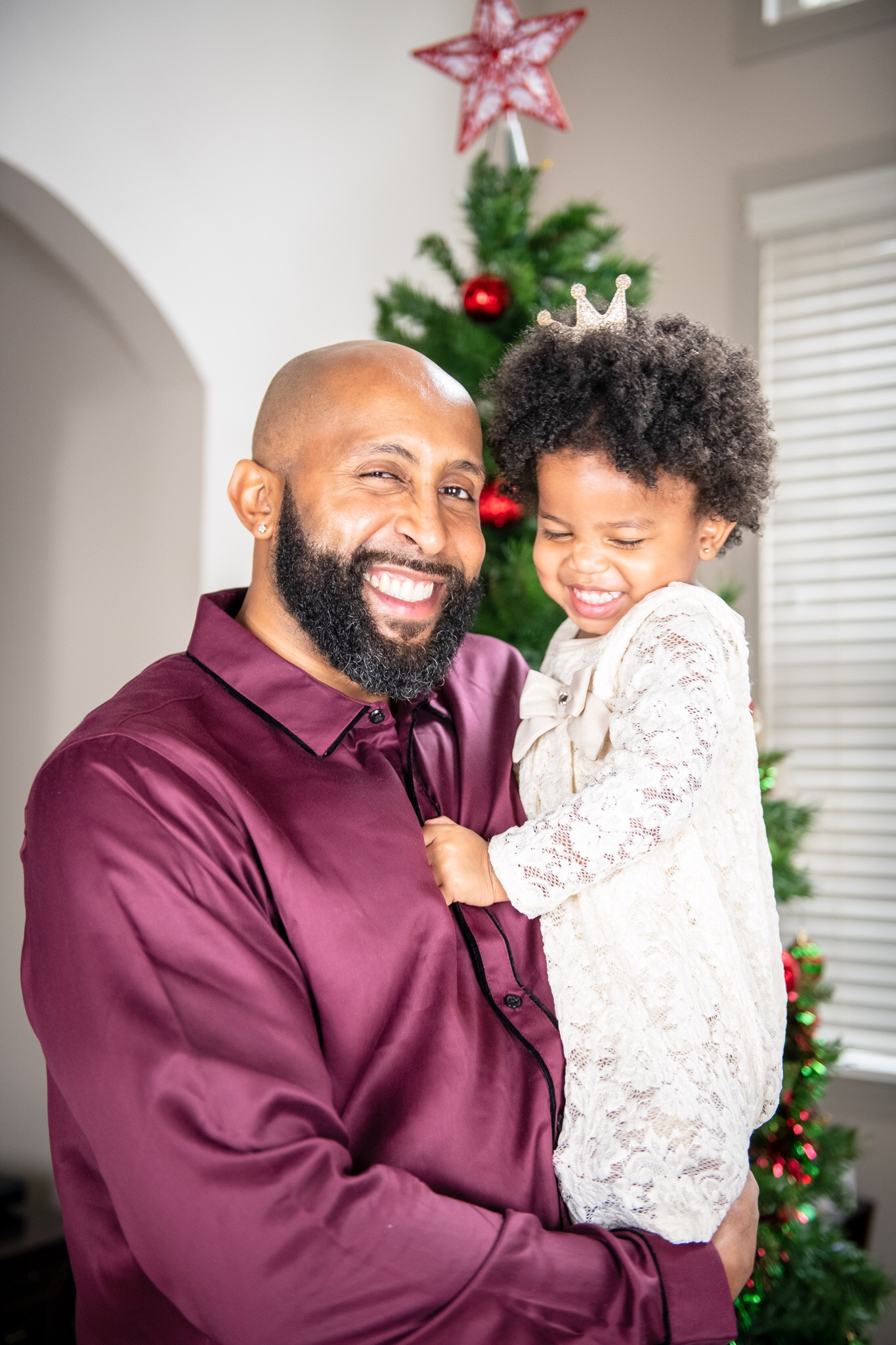 image2-2 Daddy's Girl: Father Daughter Holiday Photos We Love