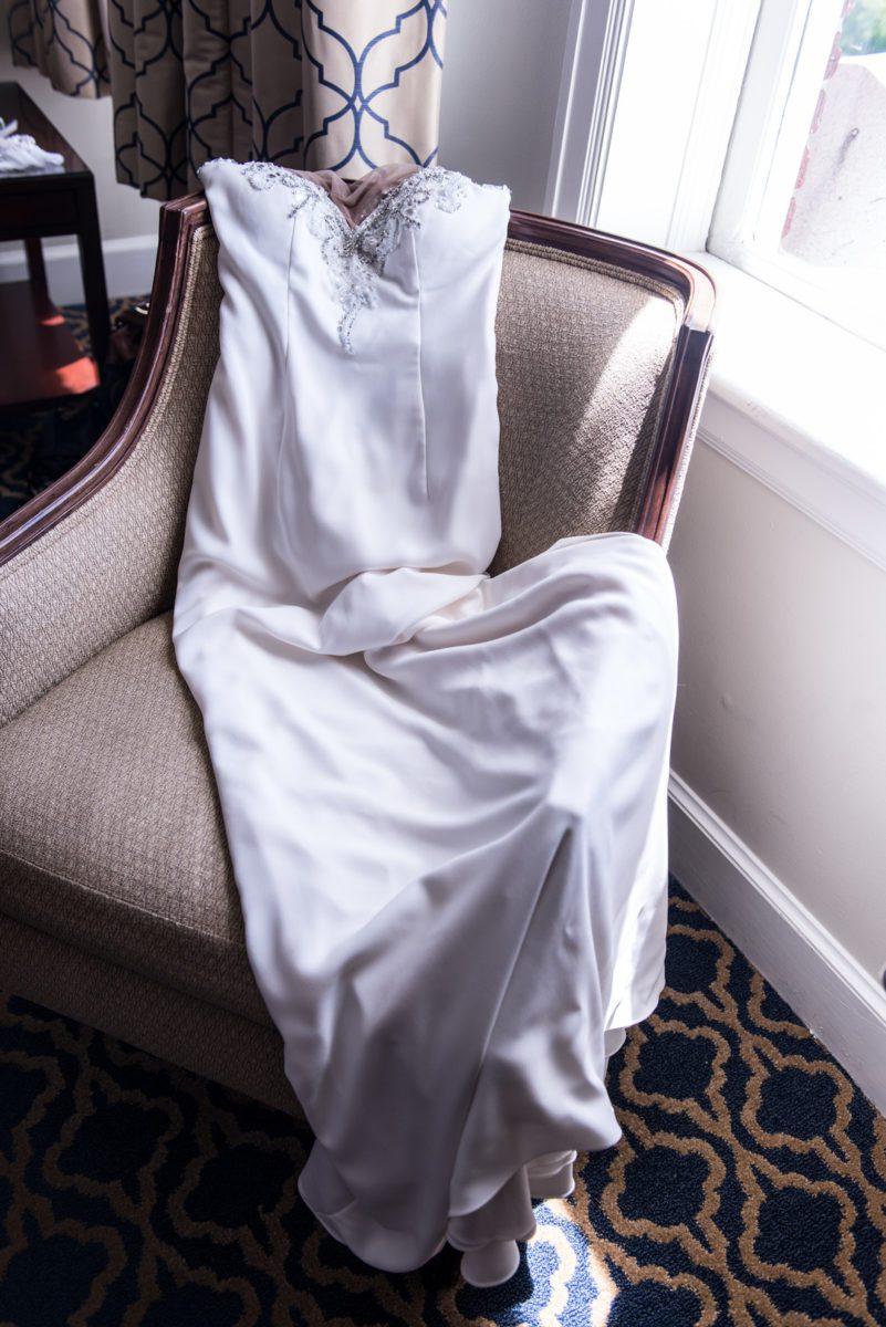2w2bz8vng6famir5to32_big Charleston, SC Spring Wedding at Francis Marion Hotel