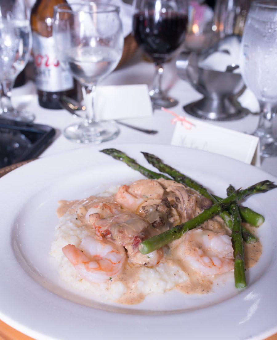 dt1gkpsqegup1n4frb17_big Charleston, SC Spring Wedding at Francis Marion Hotel