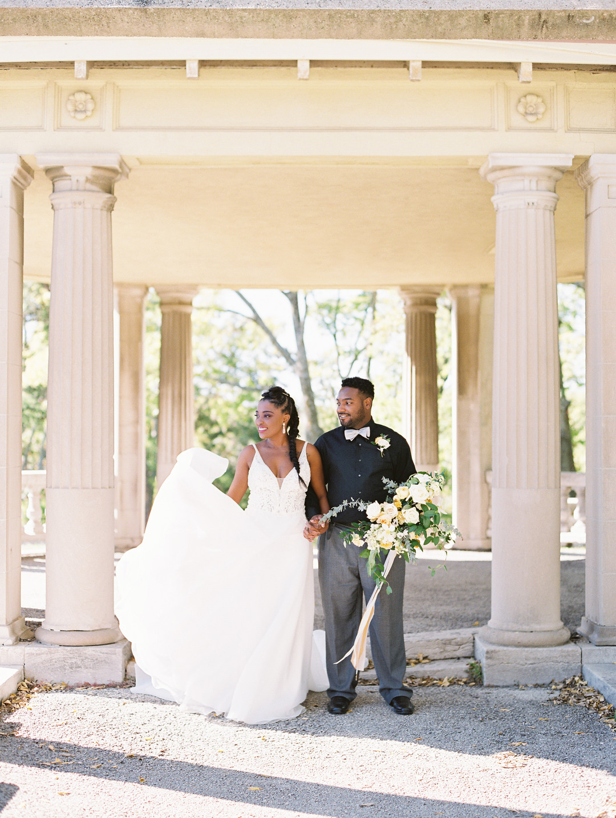 rcid0tca3k0nk1tiuc65_big Kansas City, Missouri Outdoor Wedding Inspiration