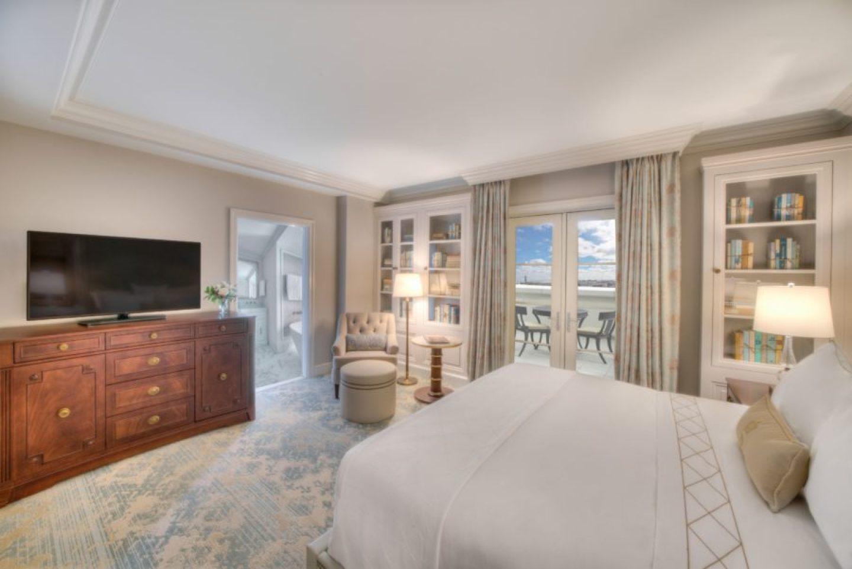 Suite_Credit-Modus-Photography-1440x961 Design Tour: Hotel Bennett Debuts in Charleston, SC