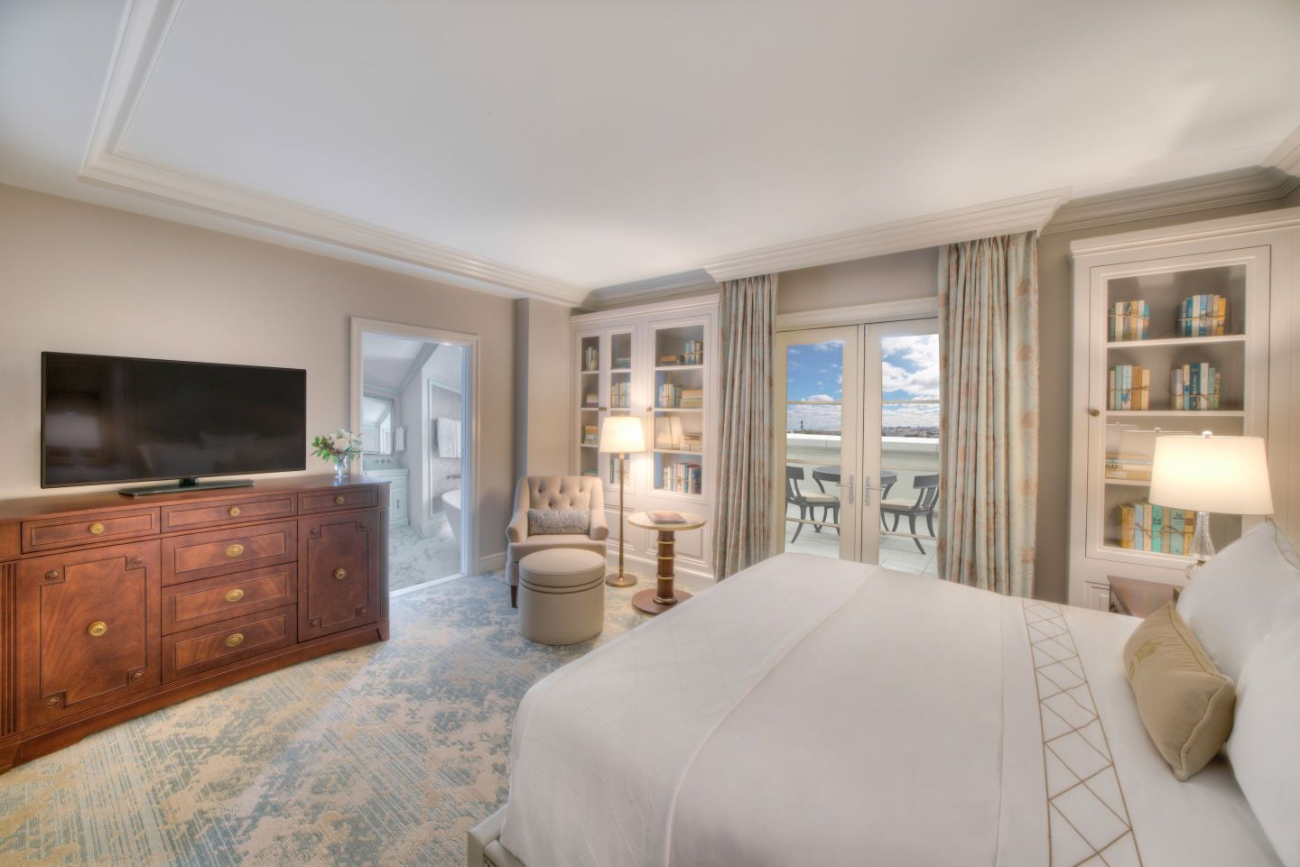 Suite_Credit-Modus-Photography-1440x961 Design Tour: Hotel Bennett Debuts in Charleston, SC