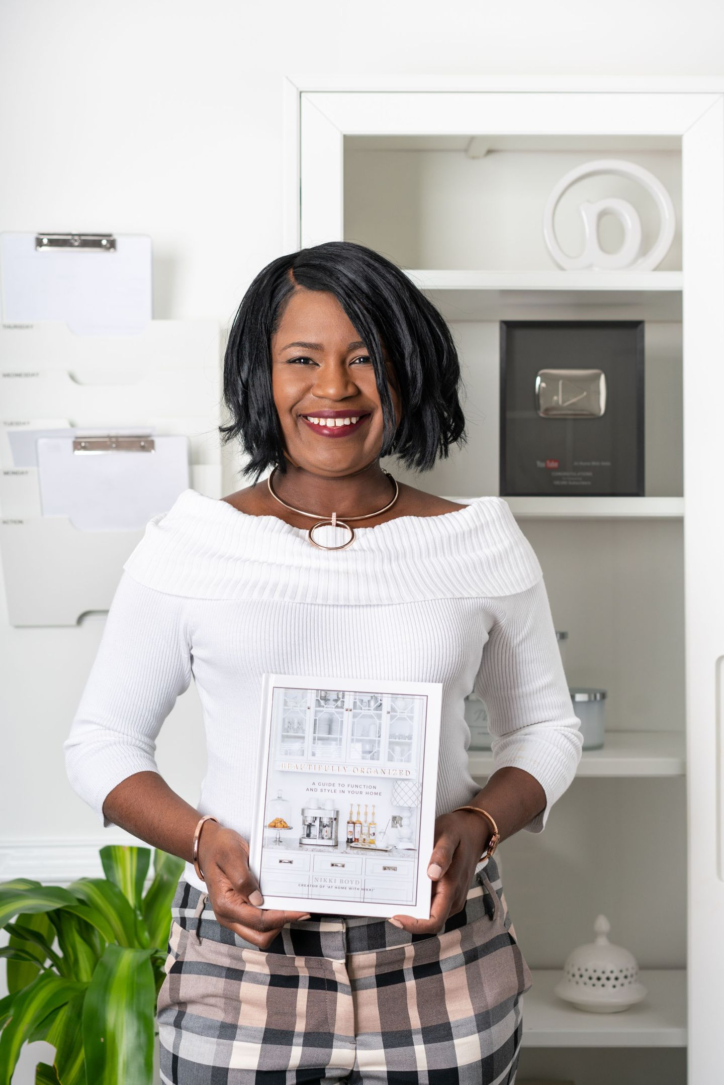 NikkiBoyd_AbbyMurphyPhoto-3-1440x2159 Tips on How to Declutter Your Office from At Home With Nikki