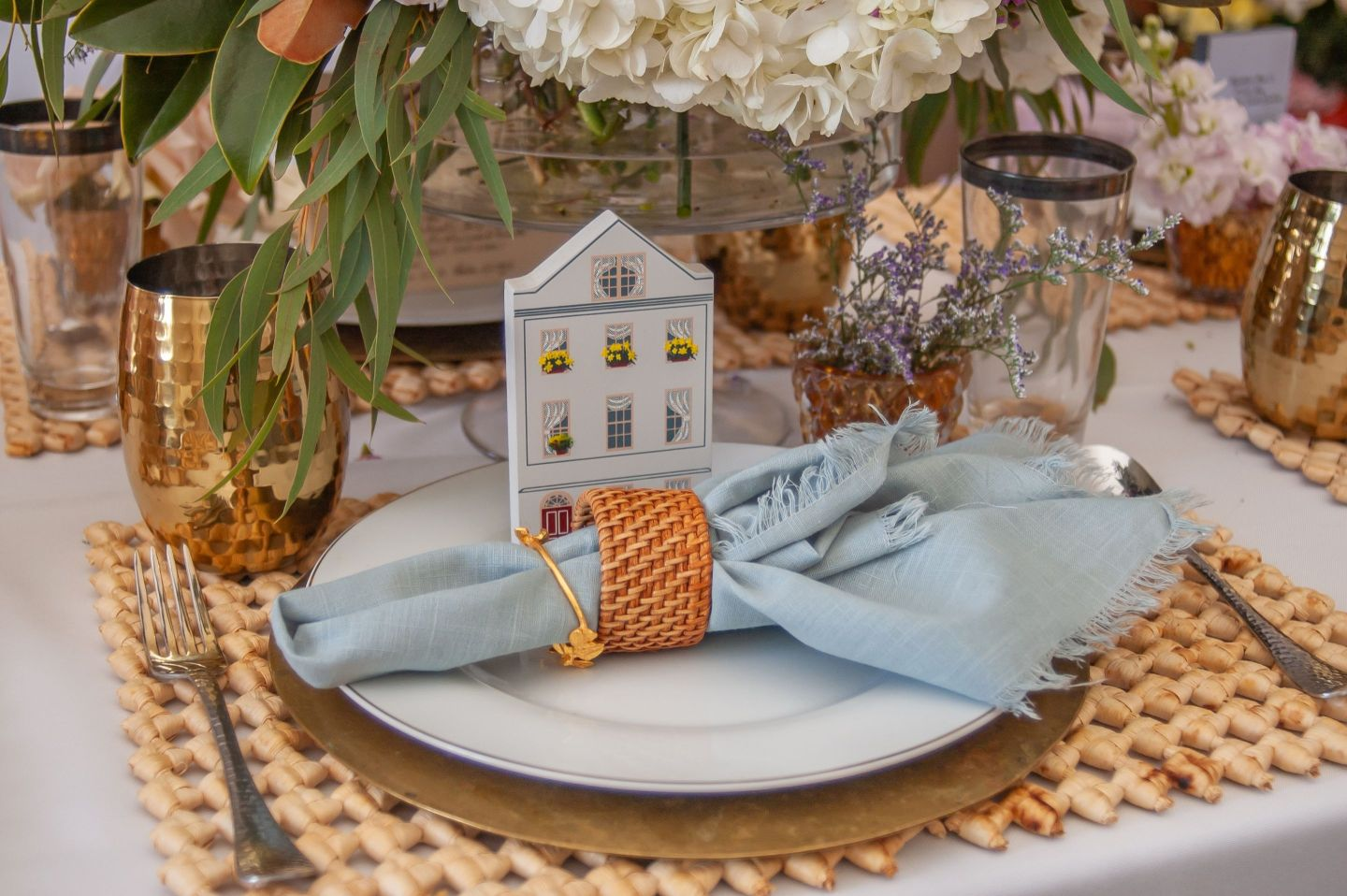 Southern-Settings-2019_7 Lowcountry Tablescape Inspiration from Southern Settings