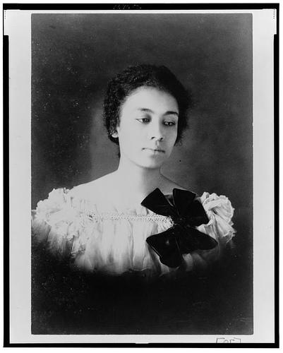 1469436480_675_Flash-Black-Photo-African-American-Woman.jpg