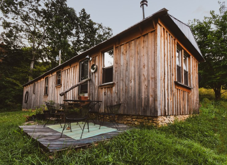 Black Thorn Farm & Kitchen - The Cottage Vacation Rental